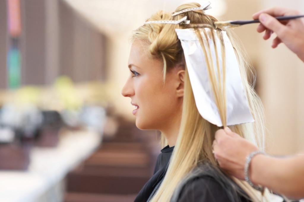 Мелирование окрашенных волос в домашних условиях