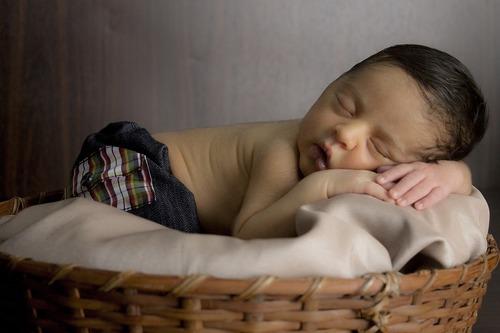 Нужно ли кормить новорожденного ночью
